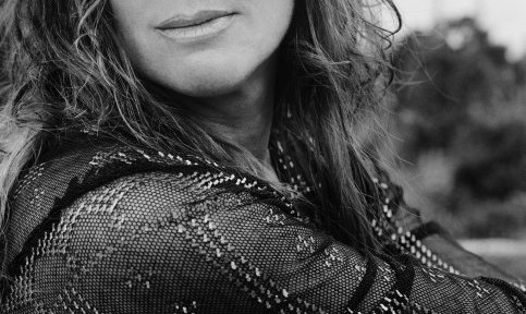 singer-sarah-mclachlan-make-up-famous-eyes